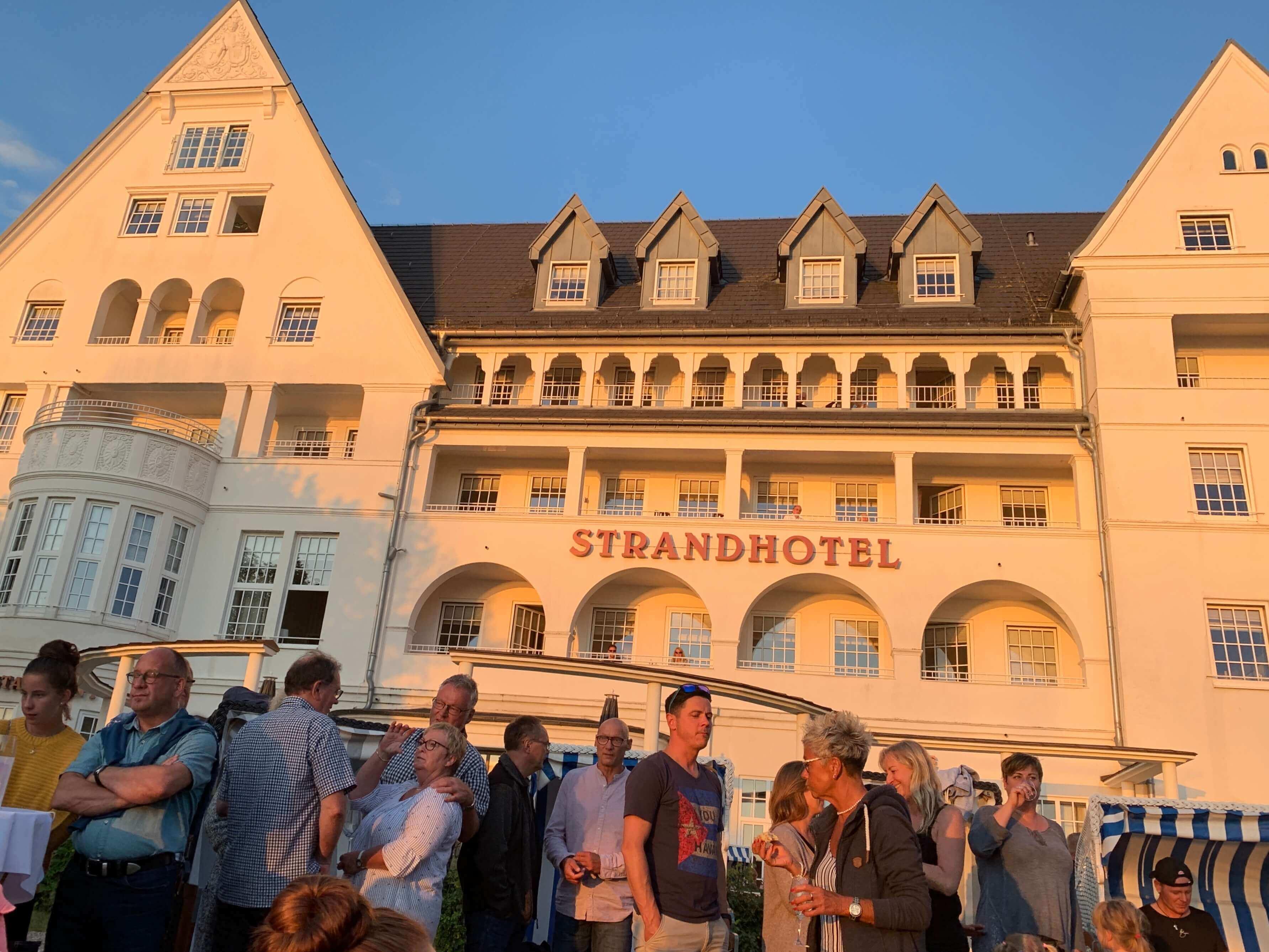 Strandhotel Göücksburg, Abenddämmerung, Live-Konzert